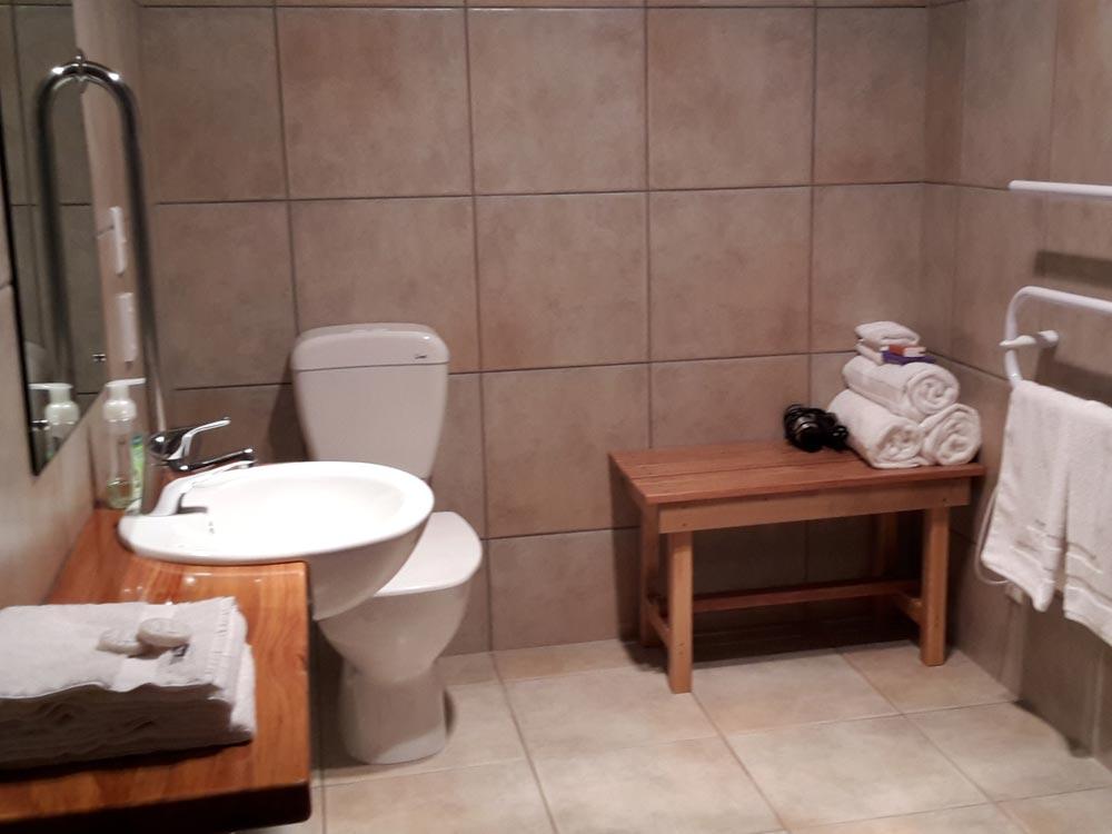 Rakahore ensuite bathroom