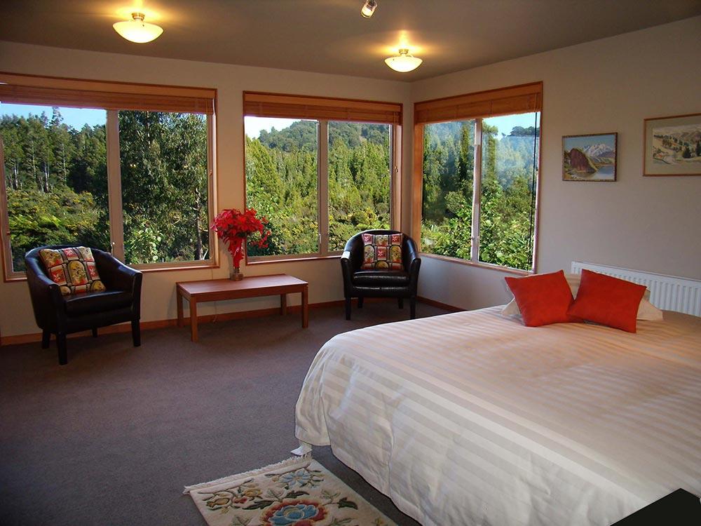 Tawhirimatea Suite bedroom