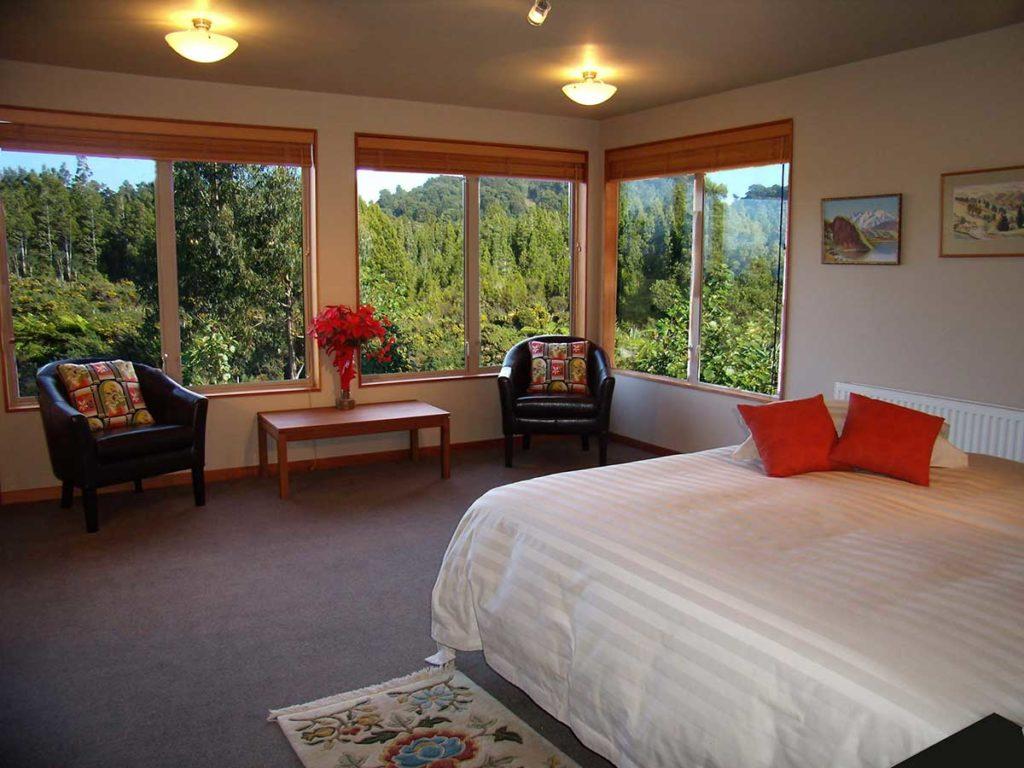 Paramata Lodge West Coast luxury accommodation - Tawhirimatea Suite bedroom