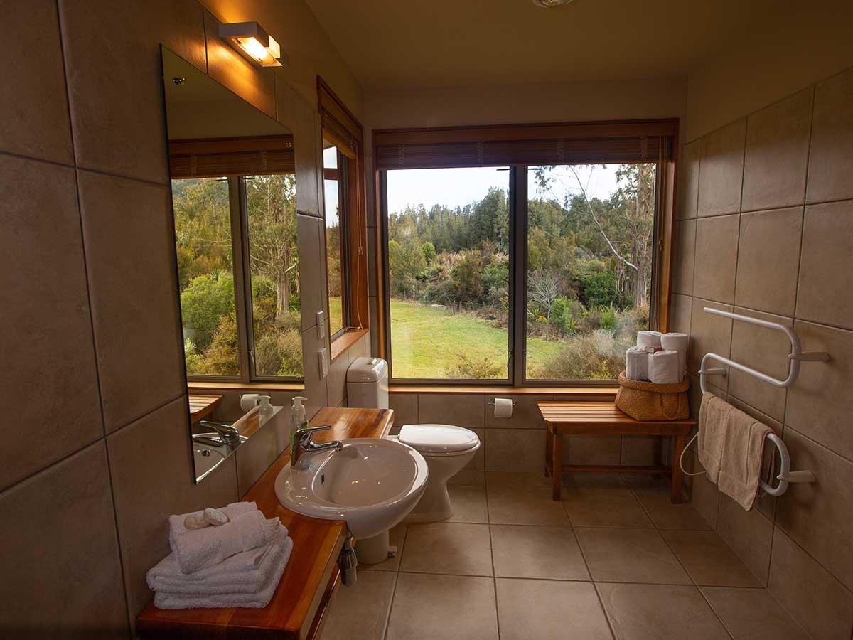 Tawhirimatea Suite ensuite bathroom